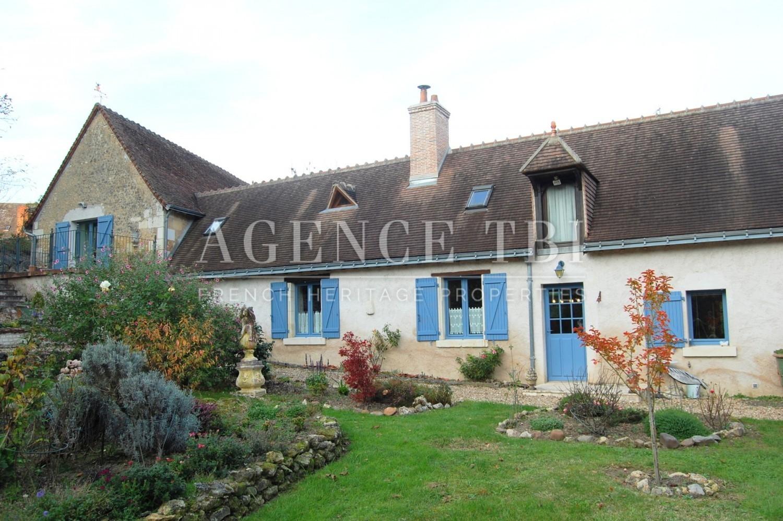 Longere ancienne de bourg avec jardin touraine berry for Immobilier avec jardin