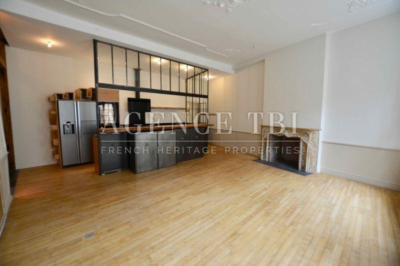 814 TBI Morbihan Vannes centre historique appartement poutre pierre cheminée plancher rénové
