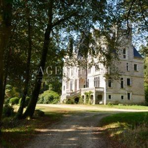 818 TBI chateau vannes golfe du morbihan bretagne proche mer