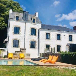 829 TBI Vannes Maison en pierre 226 m2 piscine parc paysager de 2ha