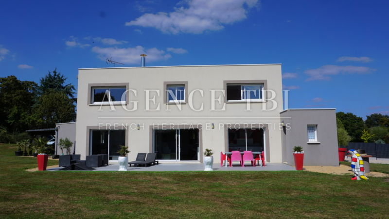 556 TBI VILLA CONTEMPORAINE EN TOURAINE